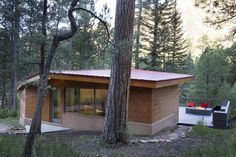 Pecos Cabin is a Contemporary Take on the Traditional Log Cabins of the West 1
