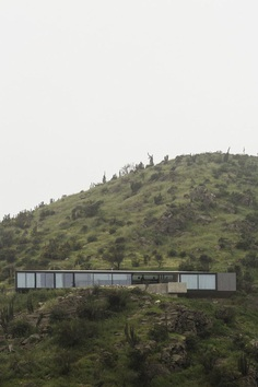 Imposing Chilean GZ House Offering Stunning Panoramic Views of the Chicureo Valley 1