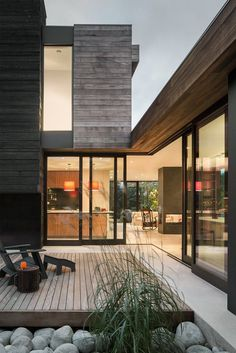 Helen House is a Simple Modern Structure Integrated with a Quiet Courtyard 9