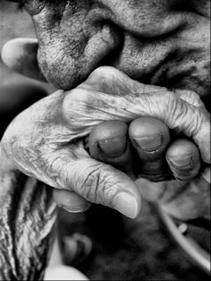 #old #white #hands #black #elderly #tender #photography #and #love #kiss