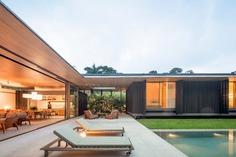 Coastal Style Weekend House in Guarujá, São Paulo / Jacobsen Arquitetura
