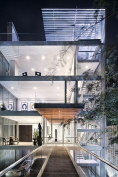 Vertical House in Dallas 1