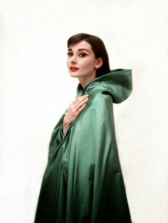 Beautiful Fashions of Audrey Hepburn in the 1950s