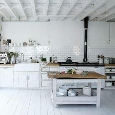 Reclaimed Wood In Kitchens | Apartment Therapy #cucina #kitchen