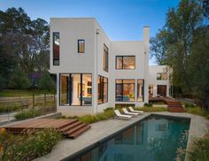 Energy-efficient prefab house
