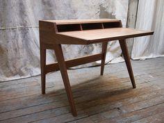 Laura Deskb #desk