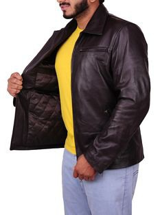 Barack Obama is celebrating his Birthday. The Forty-Fourth President of USA once wore this Beautiful Leather Jacket in the Public which was really loved. #BarrackObama #MichelleObama #HappyBirthdayObama #BrownJacket #ObamaJacket #USAPresident #LeatherJacket #FamousJackets #Fashion #Love #Marriage