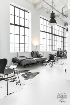 Beautiful Houses: Renee's loft interior #retro #cat #loft #minimal interior #beautful houses