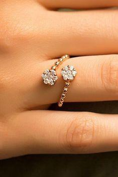 Charming gold diamond engagement ring