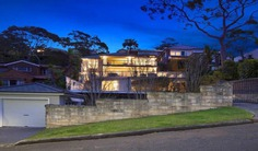 Luxury Family friendly 5 bedroom home with all modern amenities with stunning views over Balmoral Bay. 300 meter Walk to Shops and Beach.