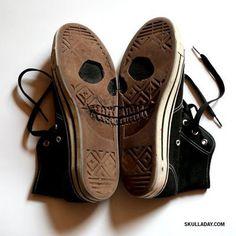 f6eb2584cd671e81c684fbe5cad559cbf9dd254c_m.jpg (400×400) #sneaker #converse #skull