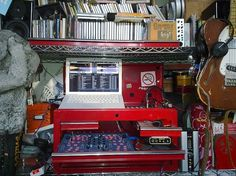 Red-tinSetup_WestYorkshire | Flickr - Photo Sharing! #computer #interior #vinyl #records #room