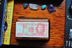 https://www.facebook.com/DavidWalbyPhotography #wallb #cuba #guevara #stones #che #money #precious