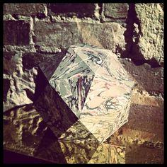 Instagram #marbr #gomtrie #facettes #marbre #reflet #papier