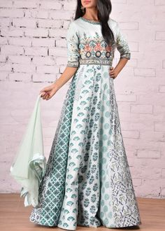Vasansi Jaipur is an online designer store that is essentially well-suited in obliging the masses as it has a lovely combination of Indian s