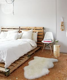 PALLET BEDFRAME! #pallets #bed #eames