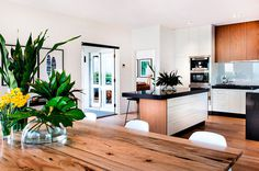 Cottesloe House: coastal style design by Collected Interiors