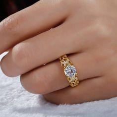 Stunning Sapphire and gold engagement ring