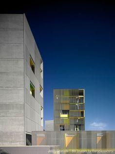 MGM arquitectos — Viviendas en el Monte Hacho — Immagine 2 di 10 — Europaconcorsi #concrete #architecture #facades