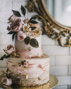 Beautiful Floral Wedding Cake which will look so pretty on Wedding Ceremony. Check out more Wedding cake ideas to select the perfect one for your big day.