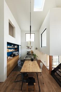 Crossroad House by YYAA