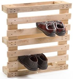 Art of Upcycling: 20 DIY Wood Pallet Reuse Project Ideas | WebEcoist | bradrichardsonresearch #table #shoes
