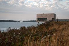 Cliff House by MacKay-Lyons Sweetapple Architects #modern #design #minimalism #minimal #leibal #minimalist