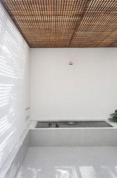 Bathroom with mashrabiya ceiling. GT House by Studio Guilherme Torres. © MCA Estúdio. #bathroom #mashrabiya #bathtub