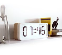 hello,rhei,clock,magnet,liquid,time,alarm,design,wood,movement,tiempo,despertador,alarma,fluido,fluid,magnetico
