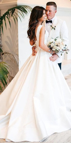 Minimalism, clean lines, simple tailoring are becoming a popular wedding look for the bride. In this case, we know what to offer you in this style — satin wedding dresses.
