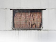 BUNGALOW caravan window PHOTOGRAPHIE (C) [ catrin mackowski ]