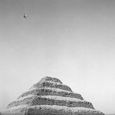 everyday_i_show: photos by Isabel Muñoz #white #ancient #egypt #black #step #photography #plane #and #pyramid