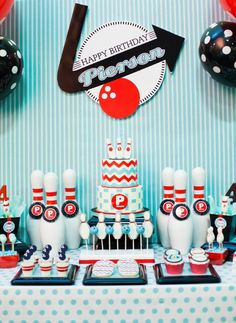 Retro Bowling Party with a Modern Twist // Hostess with the Mostess® #vintage #retro #white #blue #red #america #bowl #pins