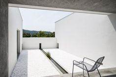 Courtyard with basin. Courtyard House by FORM / Kouichi Kimura Architects. © Yoshihiro Asada. #patio #courtyard