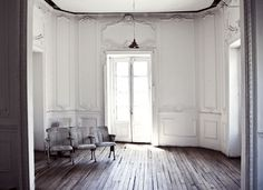 hrstudioplus #interior #white #chairs #wood #grey