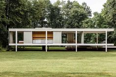 Farnsworth House by Ludwig Mies van der Rohe. © Rich Stapleton. #house