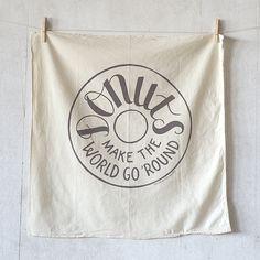 DSC_5339.jpg #flag #type #donuts