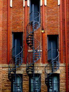 http://29.media.tumblr.com/tumblr_la410lGJHZ1qb27kjo1_400.jpg #stairs #architecture