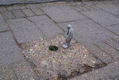 cement miniature sculptures artist isaac cordal 2