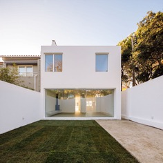 Casa em Caselas by PHDD Arquitectos