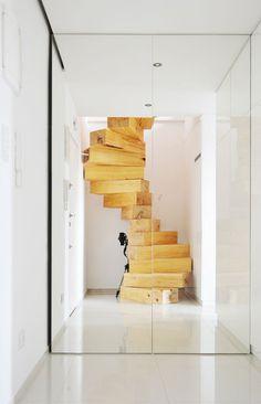 Wendeltreppe in Rzeszow von QC Architekten #architect #qc #wood #minimal #stairs
