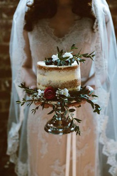 If you want to save some cash pay attention to small rustic wedding cakes. You might want to think about having naked, buttercream or birch tree cake.
