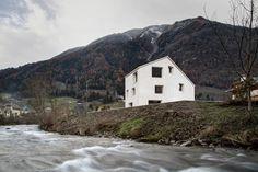 pedevilla's haus in mülbach mirrors the mountainous bolzano terrain