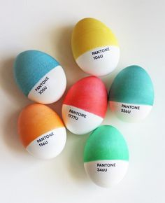 DIY Pantone Easter eggs | How About Orange #eggs #diy #pantone #easter