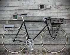 Urban Cycles Black Porteur #bike