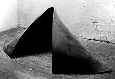 tumblr_lf62vk4gMH1qb9cz3o1_500.jpg (500×347) #serra #sculpture #richard #minimalism