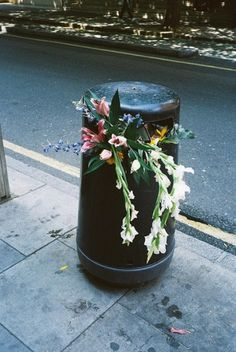 Trash flowers via Baubauhaus.