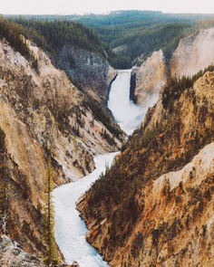 Amazed by the texture of Yellowstone's Grand Canyon. Even seeing this canyon in person, it felt like I was looking at a painting.. by @bertymandagie