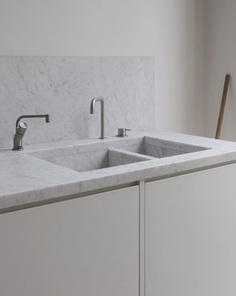Integrated marble sink. Apartment in Bryanston Square by DRDH Architects. © Christoph Rokitta. #marblesink
