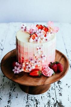 22 visually superb drip wedding cakes - cakes,cake images,cake photography,cake photography ideas,cakes,cakes images,cakes recipes,designer cakes,dessert,desserts